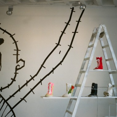 showroom – Tape Art von DUMBO AND GERALD
